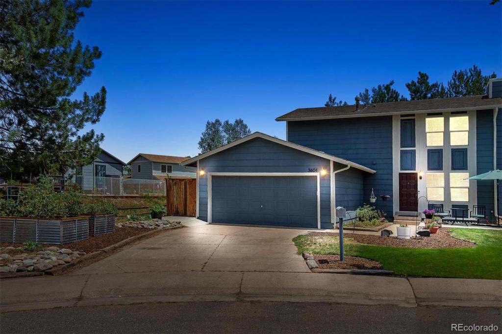 Photo of home for sale at 3604 Lewiston Street S, Aurora CO