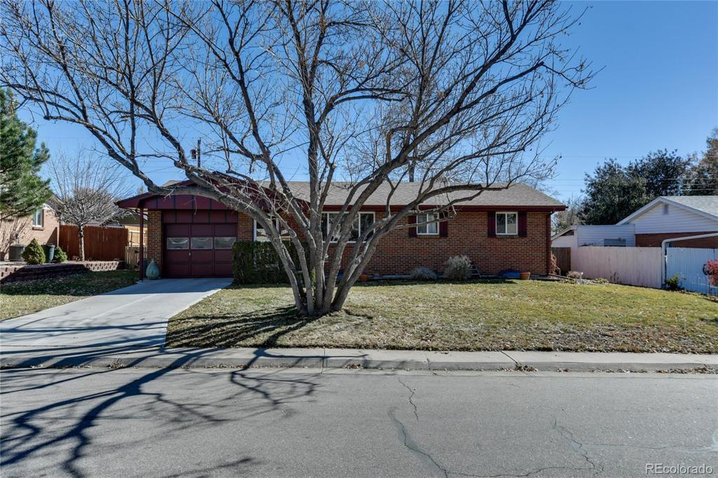Photo of home for sale at 1370 Cody Way S, Lakewood CO