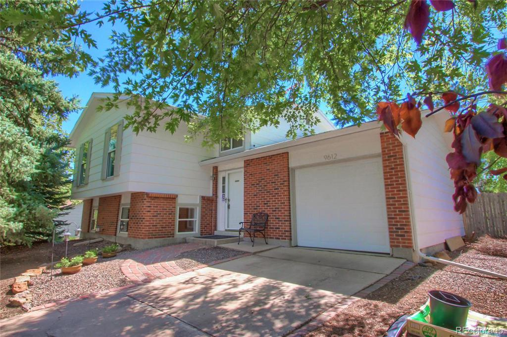 Photo of home for sale at 9612 Walden Avenue W, Littleton CO