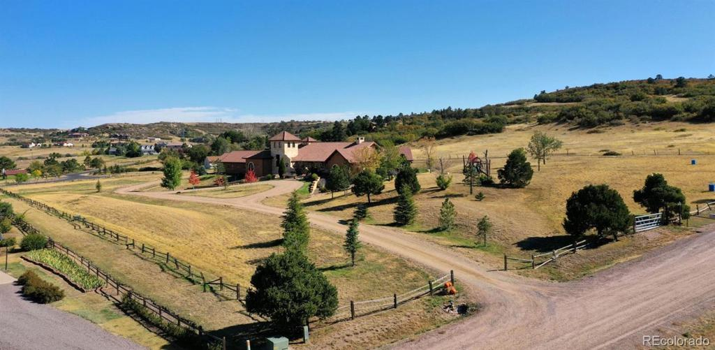 Photo of home for sale at 10534 Niagara Street, Littleton CO