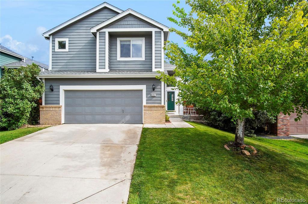 Photo of home for sale at 8707 Redwing Avenue, Littleton CO