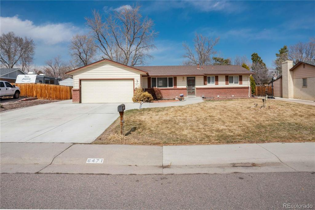 Photo of home for sale at 6471 Arbor Avenue W, Littleton CO