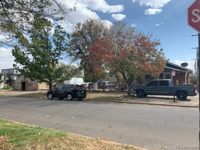 Photo of home for sale at 1414 40th Avenue W, Denver CO