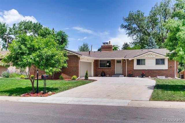 Photo of home for sale at 2570 Nelson Street, Lakewood CO