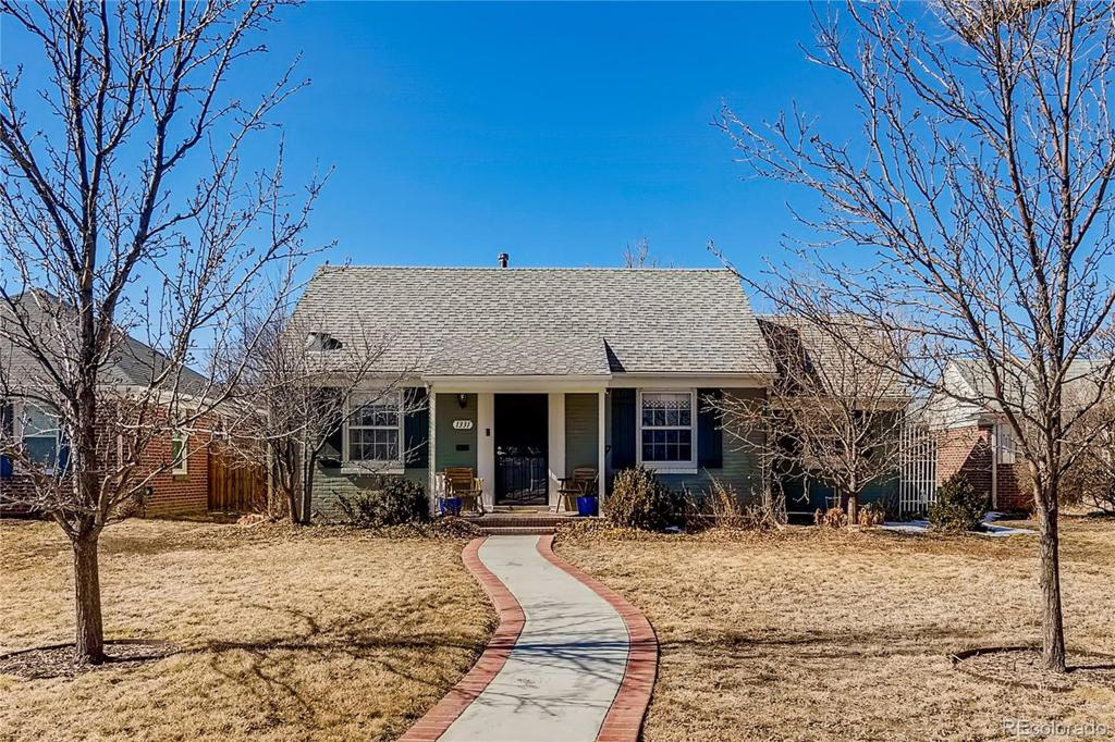Photo of home for sale at 1331 Syracuse Street, Denver CO
