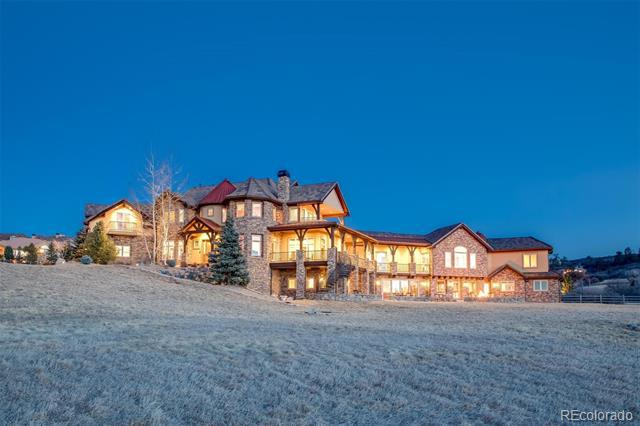 Photo of home for sale at 10385 Grande Vista Court, Littleton CO