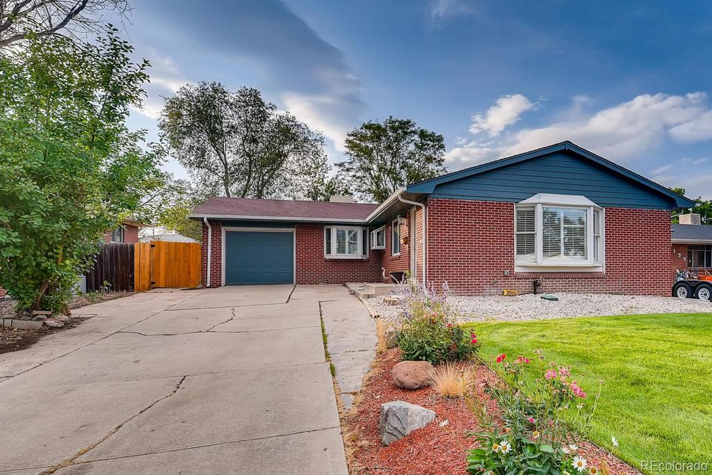 Photo of home for sale at 125 Kohl Street, Broomfield CO