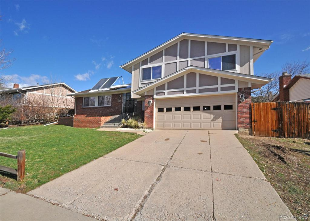 Photo of home for sale at 13777 Asbury Circle W, Lakewood CO