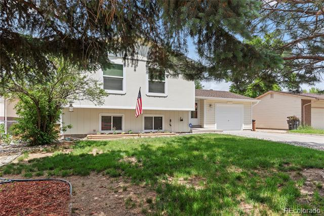 Photo of home for sale at 1020 Drury Lane, Colorado Springs CO