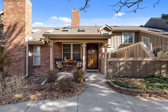 Photo of home for sale at 7731 Curtice Way South, Littleton CO