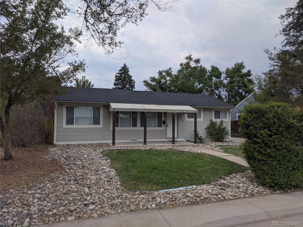 Photo of home for sale at 871 Oakland Street, Aurora CO
