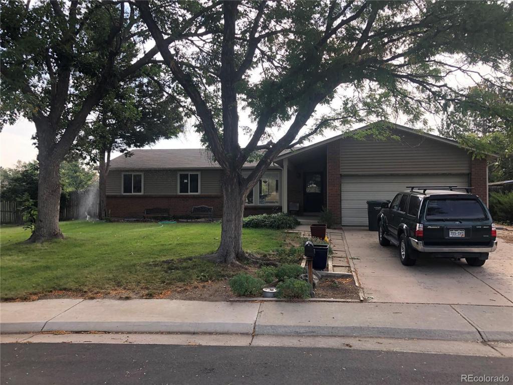 Photo of home for sale at 16266 Hamilton Place E, Aurora CO