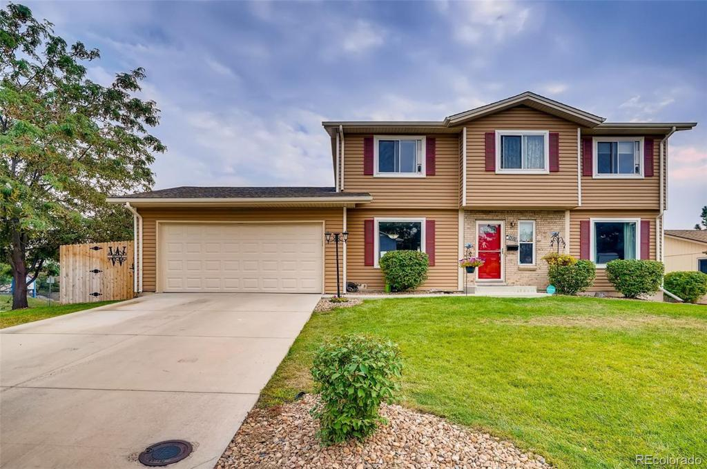 Photo of home for sale at 7570 Hinsdale Place E, Centennial CO