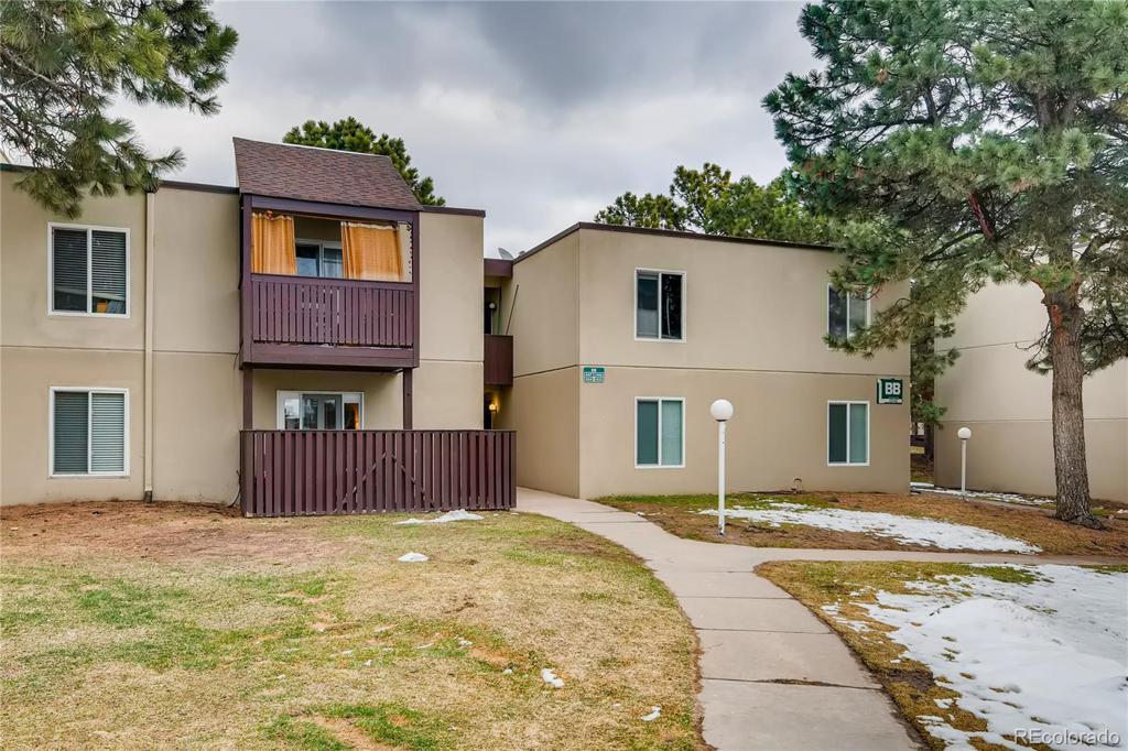 Photo of home for sale at 9725 Harvard Avenue E, Denver CO