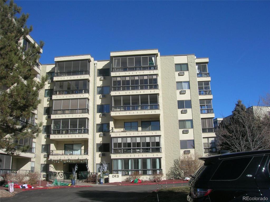 Photo of home for sale at 13931 Marina Drive E, Aurora CO
