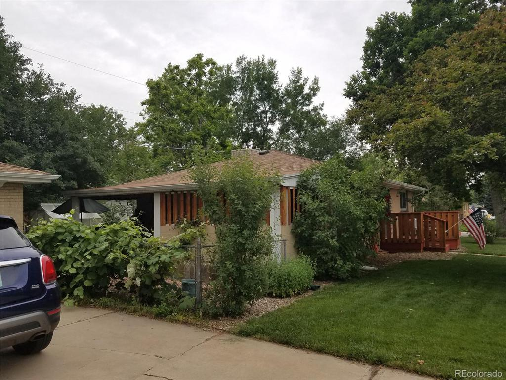 Photo of home for sale at 9505 53rd Avenue W, Arvada CO