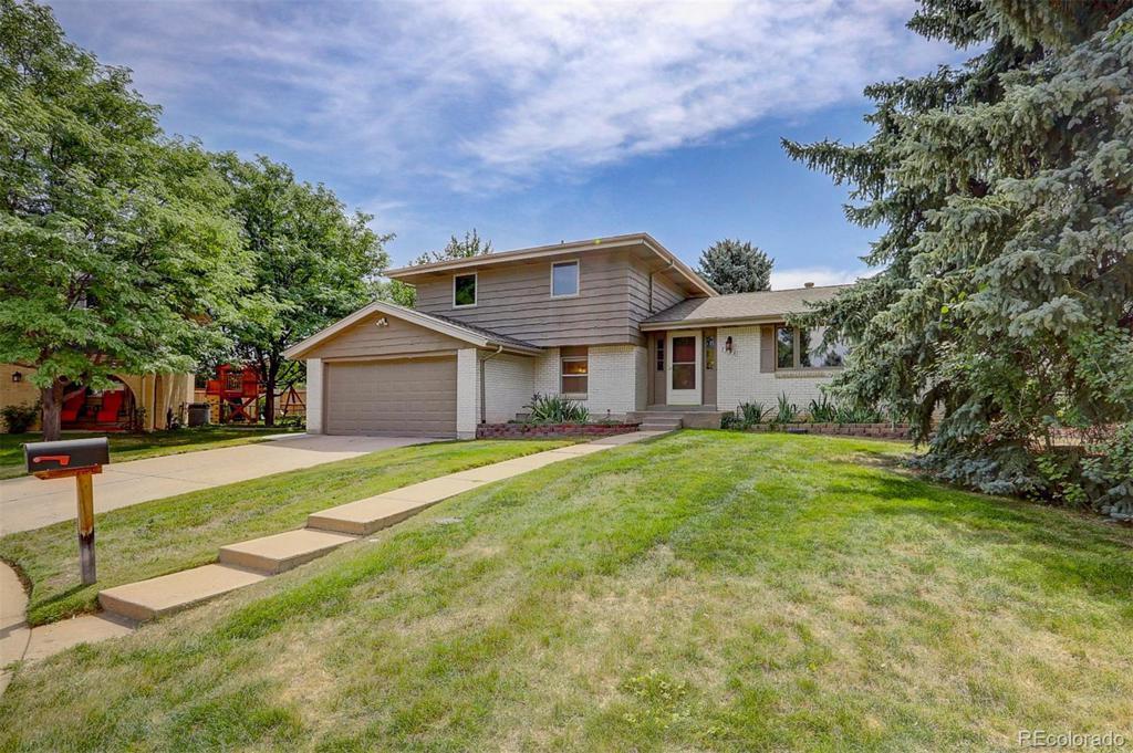 Photo of home for sale at 7390 Eudora Court S, Centennial CO
