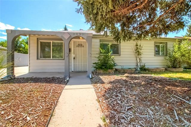 Photo of home for sale at 1095 Wheeling Street, Aurora CO
