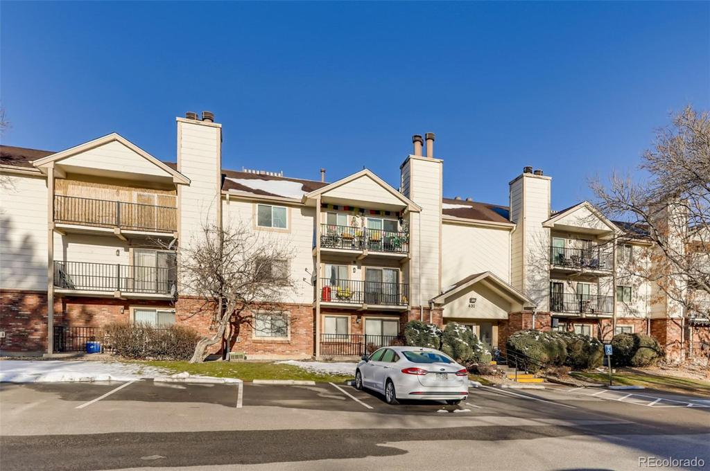 Photo of home for sale at 431 Kalispell Way S, Aurora CO