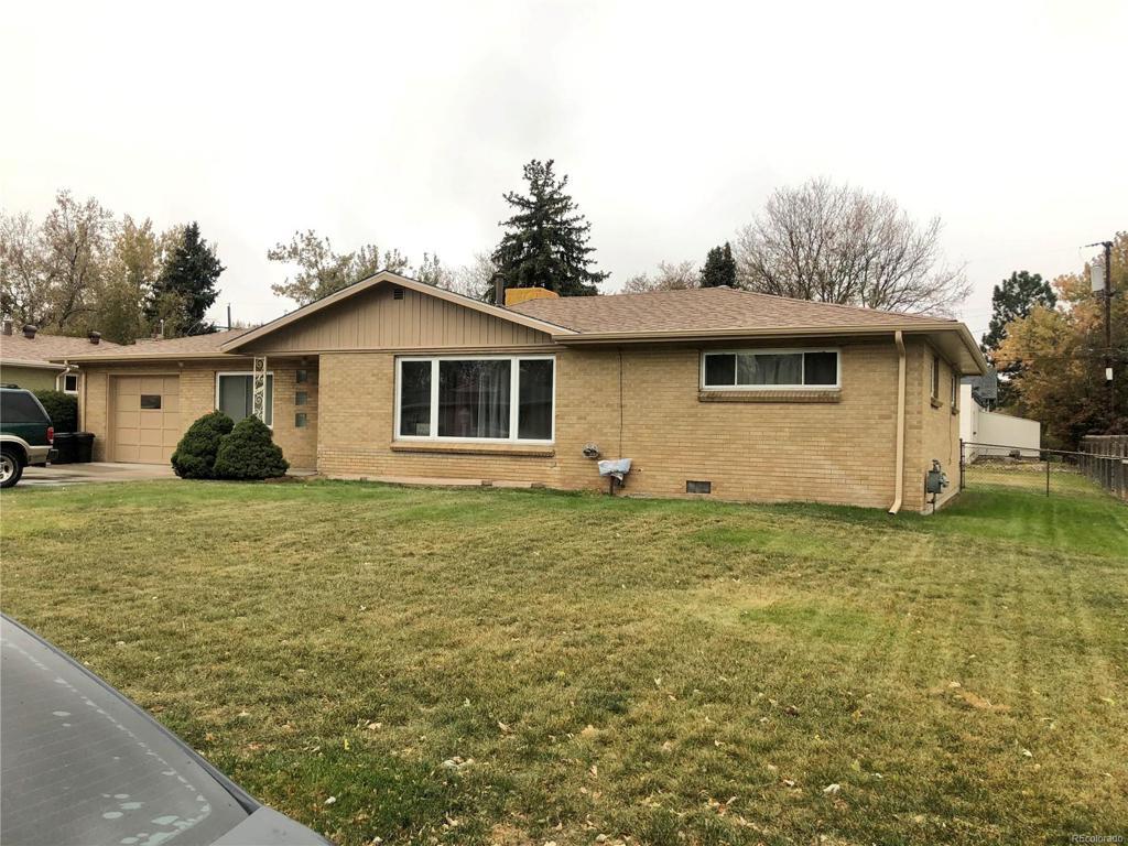 Photo of home for sale at 4635 Saulsbury Street, Wheat Ridge CO