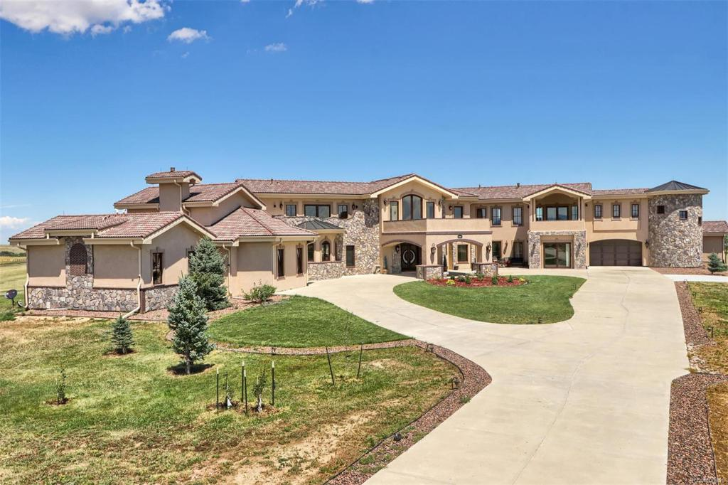 Photo of home for sale at 6872 Lemon Gulch Drive, Castle Rock CO