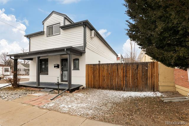 Photo of home for sale at 147 Dartmouth Avenue W, Englewood CO