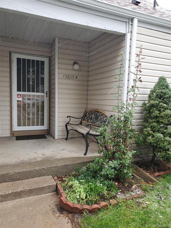 Photo of home for sale at 13625 Yale Avenue E, Aurora CO