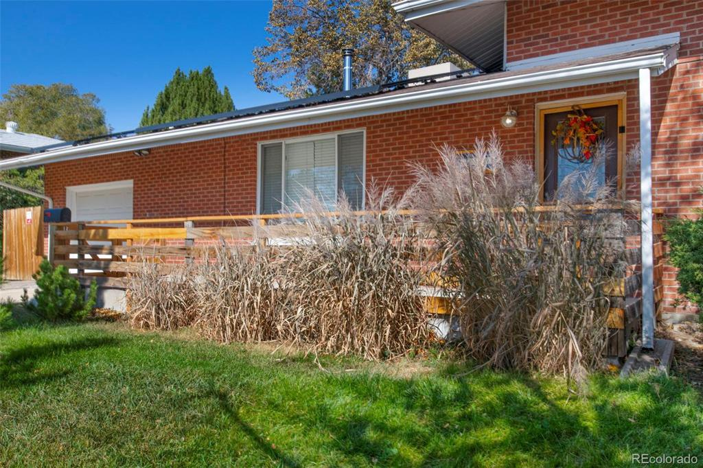 Photo of home for sale at 1021 100th Avenue W, Northglenn CO