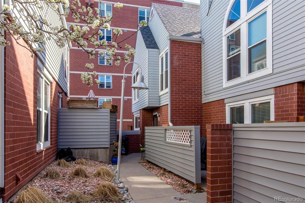 Photo of home for sale at 1025 Jasmine Street, Denver CO