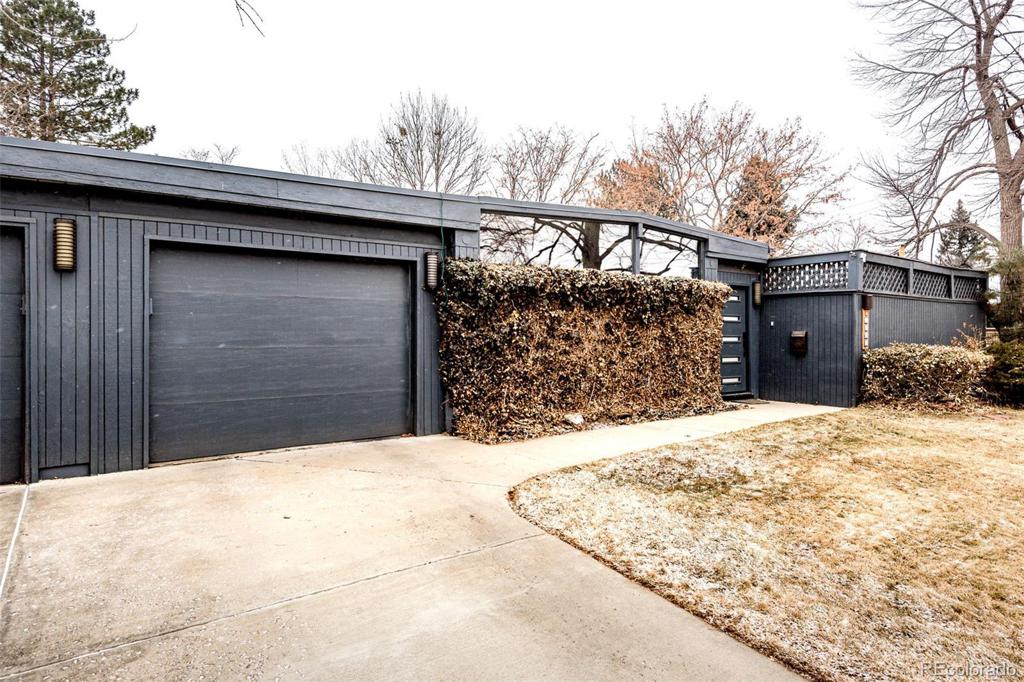 Photo of home for sale at 1707 Jasmine Street S, Denver CO