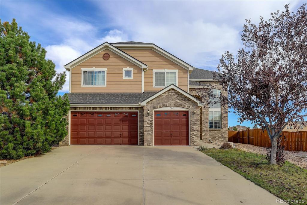 Photo of home for sale at 728 Cinnabar Lane, Castle Rock CO