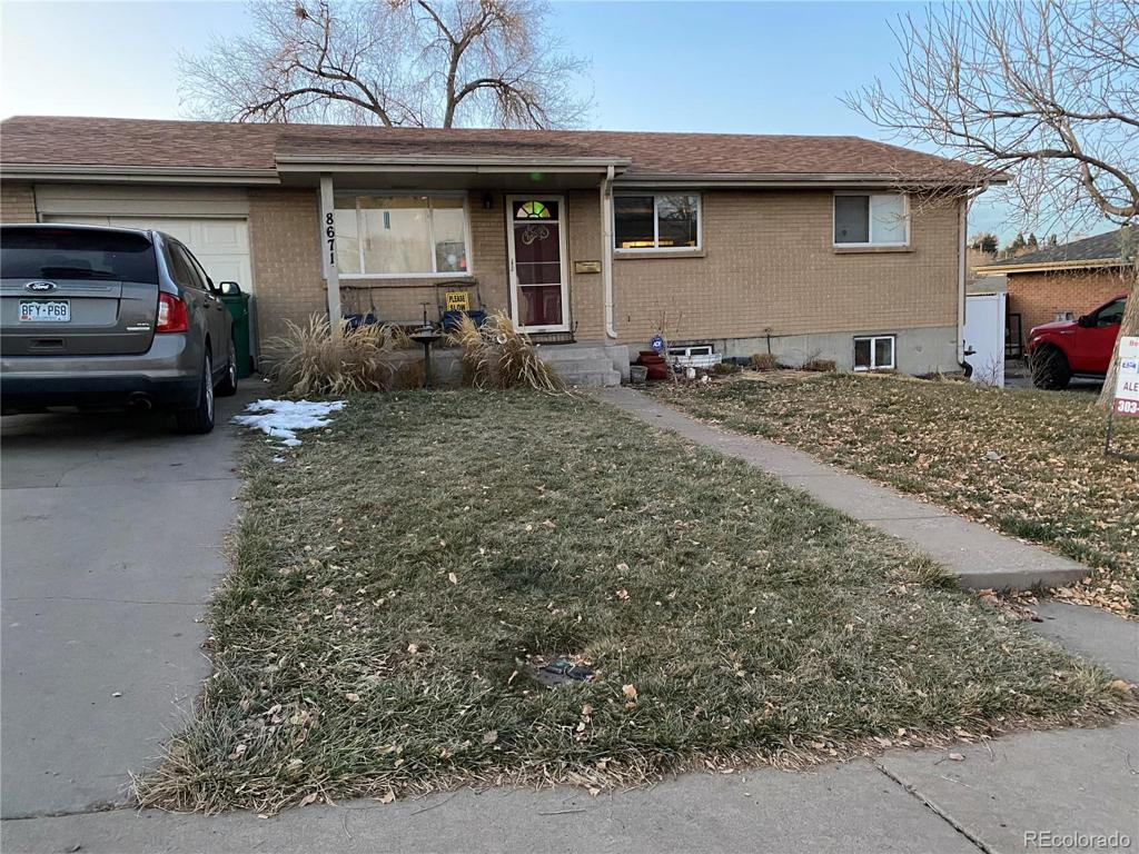 Photo of home for sale at 8671 Rainbow Avenue, Denver CO