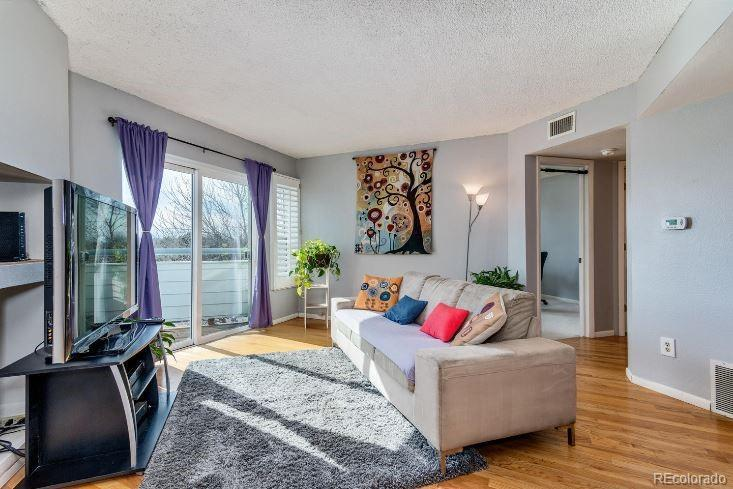 Photo of home for sale at 1226 Monaco Parkway S, Denver CO