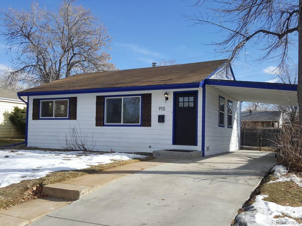 Photo of home for sale at 910 Lima Street, Aurora CO