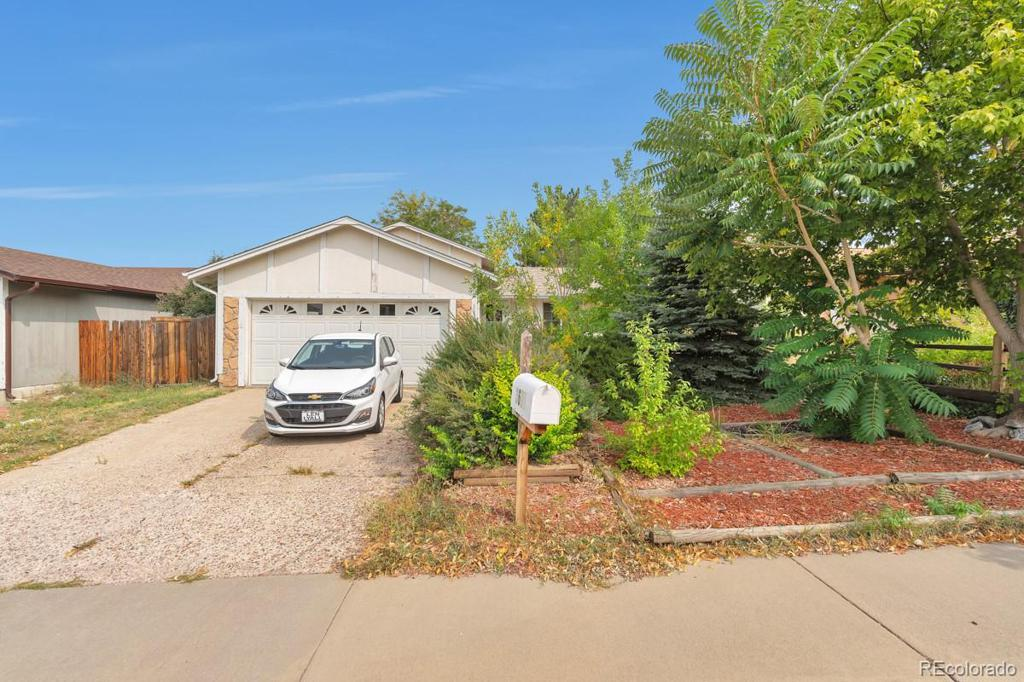 Photo of home for sale at 3602 Ouray Circle S, Aurora CO