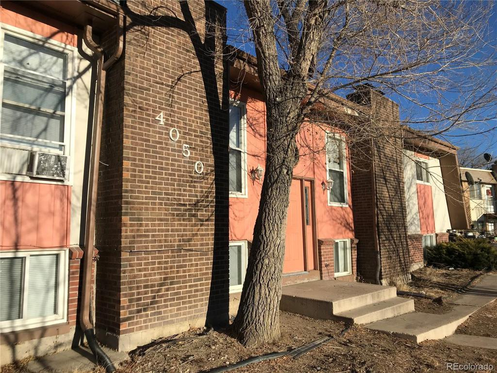Photo of home for sale at 4050 Ruskin Way, Colorado Springs CO