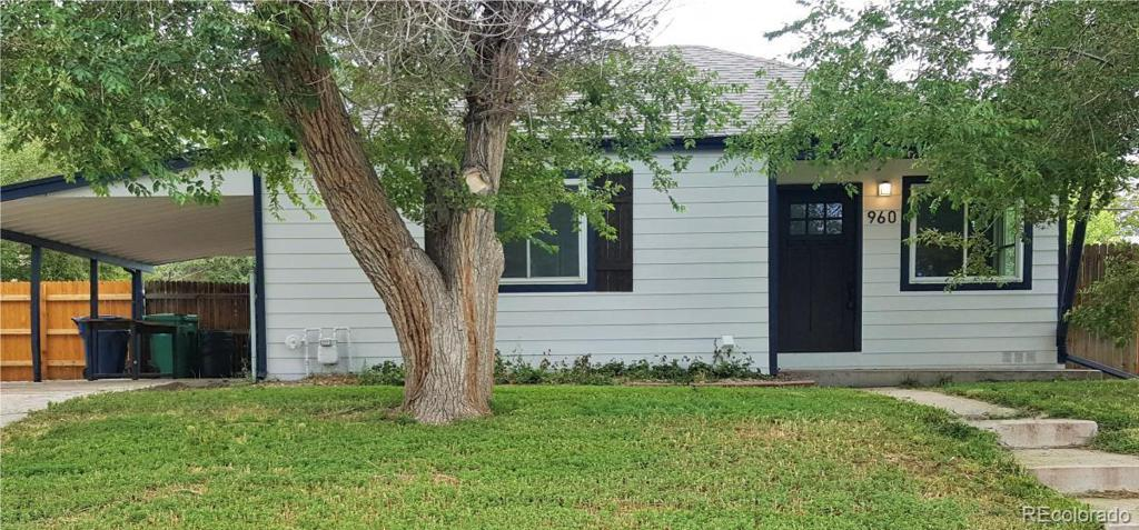 Photo of home for sale at 960 Lima Street, Aurora CO
