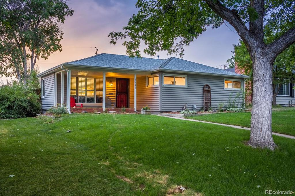 Photo of home for sale at 1621 Columbine Street S, Denver CO