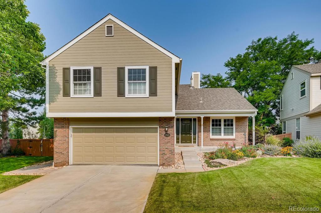 Photo of home for sale at 1921 Sundrop Trail, Highlands Ranch CO