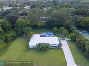 Property for sale at 101 N Hibiscus Ct, Plantation,  Florida 33317