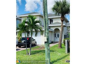 Property for sale at 305 NE 35th Ct, Oakland Park,  Florida 33334