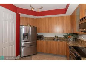 Property for sale at 2617 NE 14th Ave Unit: 302, Wilton Manors,  Florida 33334