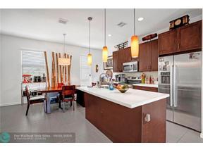 Property for sale at 4335 NE 1st Ter Unit: 5, Oakland Park,  Florida 33334