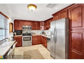 Property for sale at 3510 Oaks Way Unit: 209, Pompano Beach,  Florida 33069