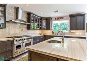 Property for sale at 18 Seneca Rd, Sea Ranch Lakes,  Florida 33308