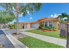 Property for sale at 14361 N Royal Cove Circle, Davie,  Florida 33325