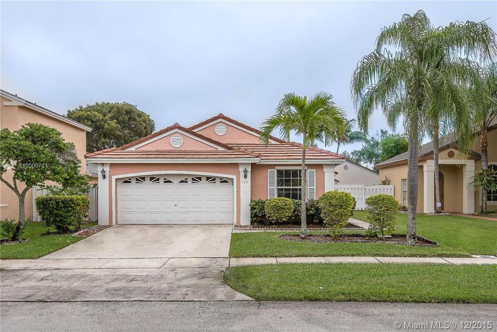 Photo of home for sale at 1125 174th Ave NW, Pembroke Pines FL