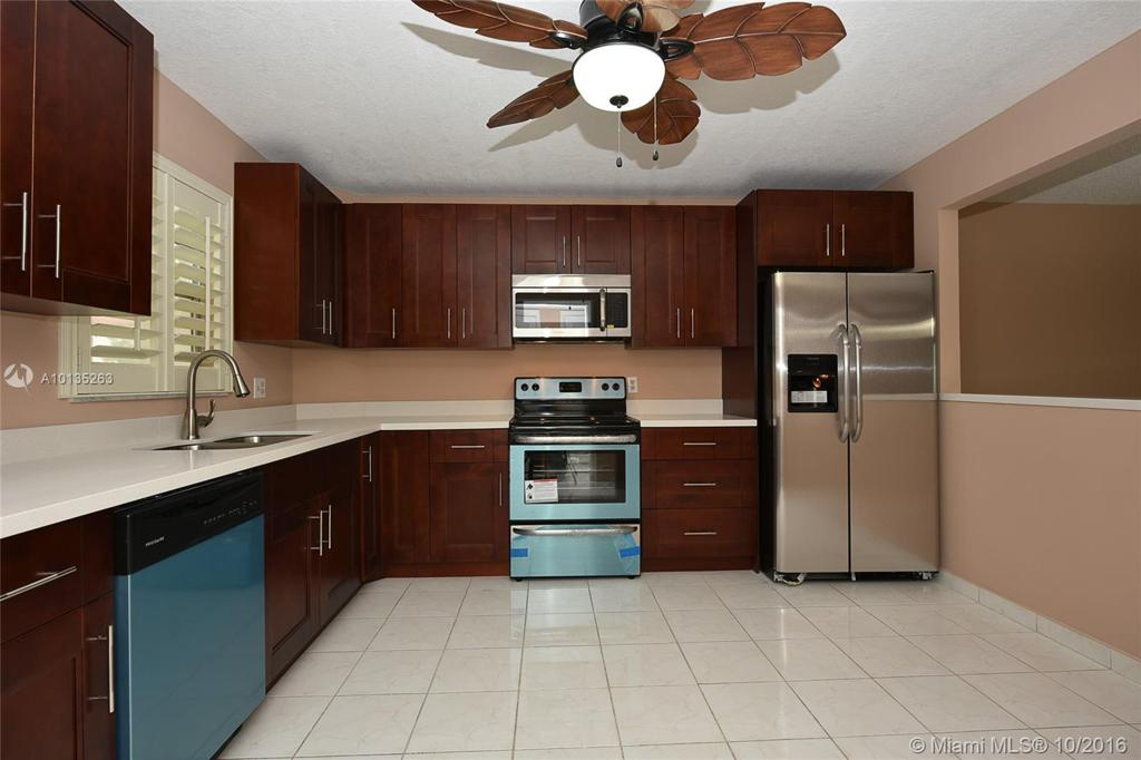 Photo of home for sale at 211 Hollybrook Dr S, Pembroke Pines FL