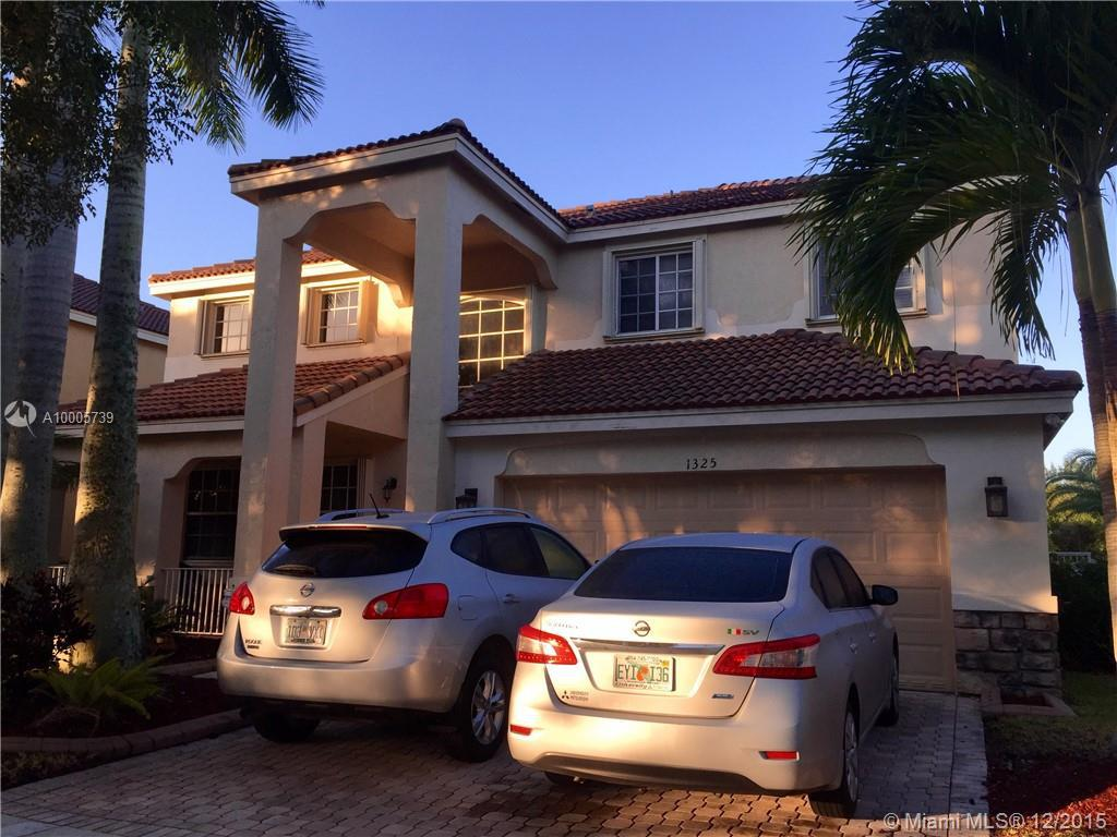 Photo of home for sale at 1325 Chenille Cir, Weston FL