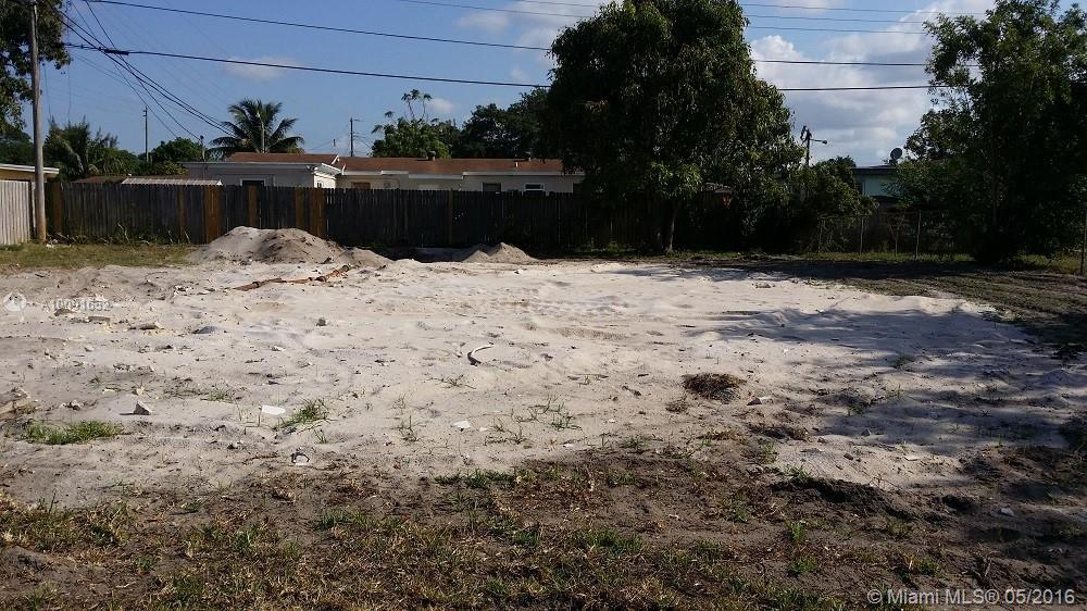 Photo of home for sale at 3611 209th Ter NW, Miami Gardens FL